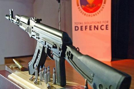 O novo pacote de sanções inclui a proibição da importação por empresas e consumidores americanos de produtos da marca Kalashnikov Foto: ITAR-TASS
