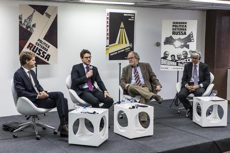 Estudiosos e pesquisadores de Relações Internacionais presentes ao seminário lembraram a expansão da Otan no período posterior à desagregação da União Soviética Foto: Thiago Ripper