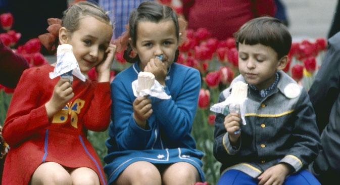O sorvete Lakomka chegou às sorveterias soviéticas em meados da década de 1970 e logo virou uma das sobremesas preferidas pelas crianças Foto: RIA Nóvosti