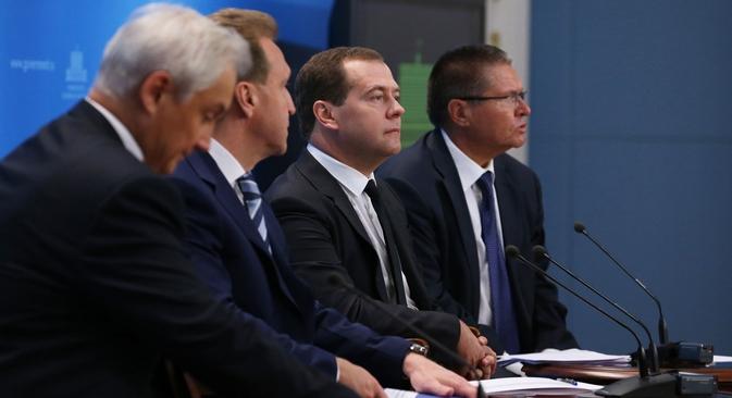 anto o premiê como o ministro do Desenvolvimento Econômico da Rússia, Aleksei Uliukaiev, deram a entender que as sanções impostas pelo Ocidente não afetarão a política comercial externa da Rússia Foto: RIA Nóvosti