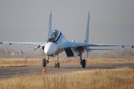 Avião de combate Su-27 deve garantir inviolabilidade do espaço aéreo Foto: RIA Nóvosti