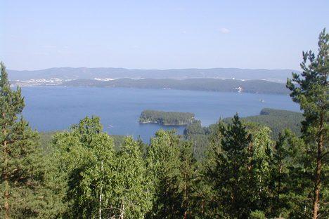 Só nas ilhas do Lago Turgoiak foram encontrados rastros da permanência de pessoas pré-históricas Foto: wikipedia.org