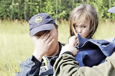 Cachorro de Karina havia acompanhado a menina pela floresta e acabaria salvando a sua vida Foto: Serviço de resgate
