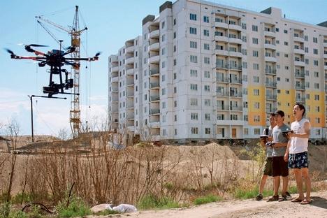 Algumas pessoas conseguem ganhar a vida fazendo filmes na região Foto: Vladislav Moisseev