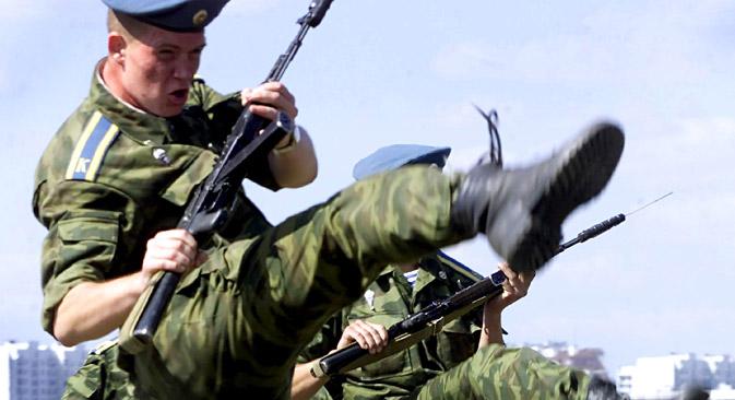 Atualmente o armamento das tropas russas é formado apenas por equipamentos e meios que podem ser transportados por via aérea Foto : Reuters