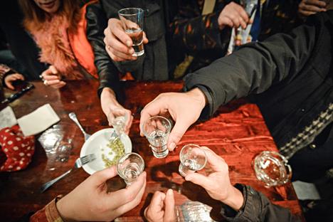 Estudo do Centro Levada revelou que 40% dos russos apelam para bebida diante de situações de tensão Foto: Aleksêi Kudenko / RIA Nóvosti
