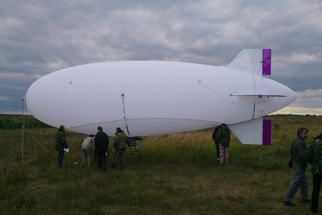 Novo dirigível é capaz de subir a uma altitude de um quilômetro e transportar carga de até dez quilos Foto: Press Photo