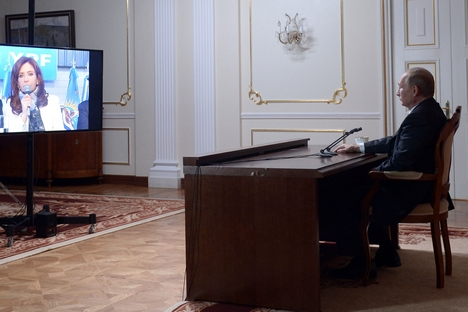 """Kirchner: """"Vamos trocar informações entre os dois países sem a interferência dos grandes meios de comunicação internacionais"""" Foto: Aleksêi Nikólski/ RIA Nóvosti"""