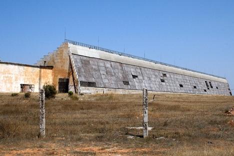 """O radar do sistema de alerta de mísseis """"Dnepr"""" e um ponto de controle de naves espaciais encontram-se em Sevastopol desde a era soviética Foto: ITAR-TASS"""