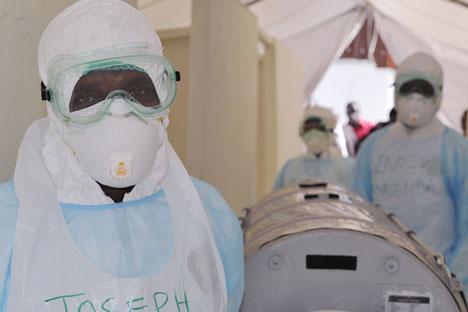 Embora o avião não tenha pousado na Libéria, Serra Leoa ou Guiné, a tripulação tomou medidas de proteção Foto: AFP/East News