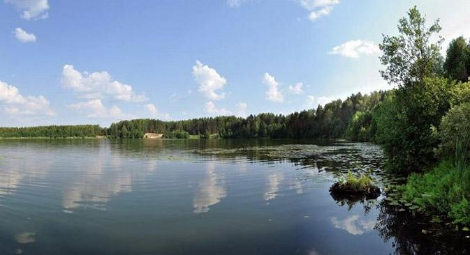 Segundo os moradores locais, as águas do lago Svetloiár têm poderes de cura Foto: Lori / Legion Media
