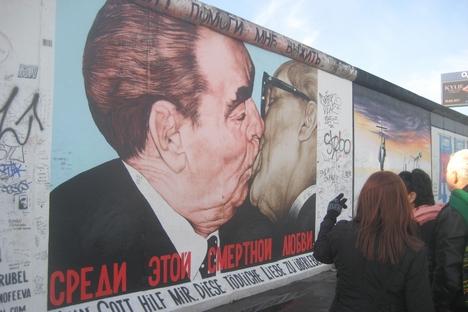 Afresco de Vrubel se tornou símbolo da reunificação alemã Foto: divulgação