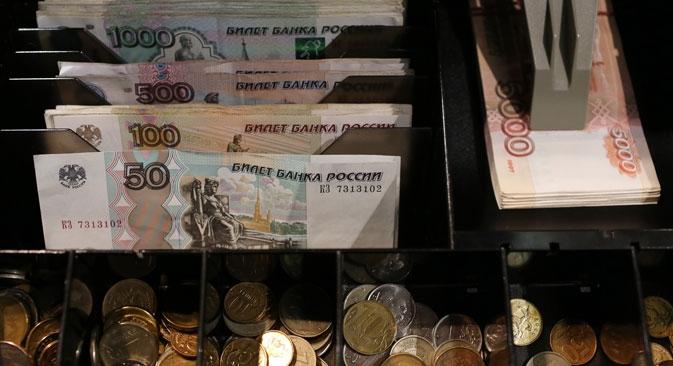 Rublo já perdeu mais de 30% do seu valor em relação ao dólar este ano Foto: Photoshot
