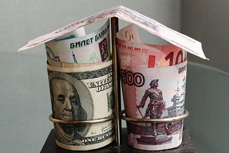 A moeda russa está sendo negociada a mínimos históricos em relação ao dólar americano e ao euro Foto: Alamy/Legion Media