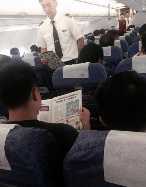 Na publicação feita por Sharapova, vê-se a foto de uma pessoa lendo uma matéria no jornal sobre a sua participação no campeonato na China Foto: Twitter de Maria Sharapova