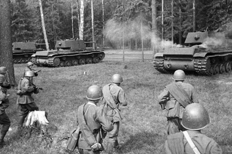Tanques KV lidaram com a blindagem alemã facilmente Foto: RIA Nóvosti