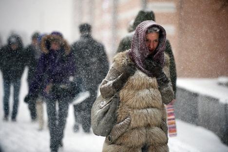 Acúmulo de neve aumentou de 10 a 12 centímetros, tornando as vias intransitáveis Foto: Grigóri Sisoiev/RIA Nôvosti