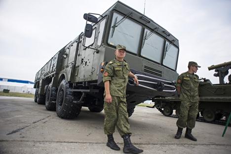 Quatro regimentos da Defesa Antiaérea receberam sistemas de mísseis antiaéreos e duas brigadas foram reequipadas com os sistemas Iskander-M Foto: TASS