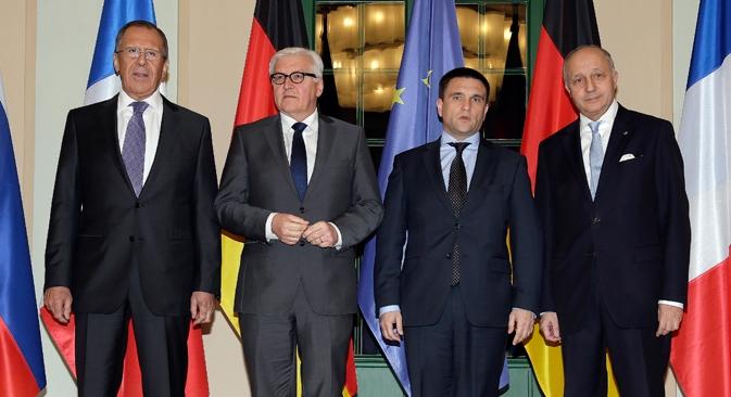 Durante a cúpula, os ministros acordaram sobre o texto de um comunicado conjunto no qual pedem a retirada de armas pesadas da linha defrente da Ucrânia Foto: Reuters