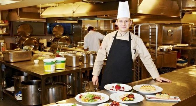 """""""Para recepções oficiais, cada produto é testado. Dois dias antes de um banquete, eu preciso apresentar o peixe e a carne que serão servidos e, um dia antes, os legumes e as frutas"""" Foto: restorate.ru"""