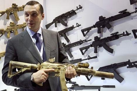 Alguns modelos de drones foram inclusive apresentados no stand da Kalashnikov na feira Foto: Reuters
