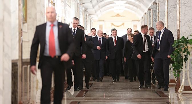 Os novos acordos de Minsk prevêem a retirada de armamentos pesados e a criação de zonas de segurança entre as partes beligerantes na Ucrânia Foto: Reuters