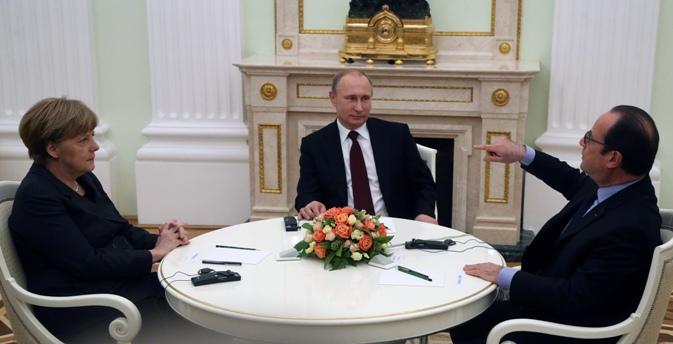 Hollande deu a entender que, juntamente com Merkel, não quer discutir os documentos que estão sendo reparados, mas sim propor um novo plano de resolução Foto: Konstantin Zavrájin/RG