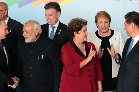 Presidente Dilma Rousseff entre líderes internacionais antes da reunião do G20 na Austrália, em 2014 Foto: AP