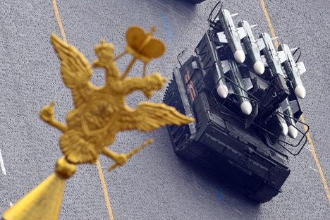 Embora o Buk-M3 venha sendo desenvolvido desde 1988, ainda na URSS, a produção desse sistema autopropulsado de misseis aéreos foi adiada por razões diversas Foto: Aleksandr Vilf / RIA Nóvosti