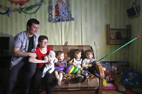 Davídova comemora a retirada das acusações em liberdade com a família Foto: Reuters