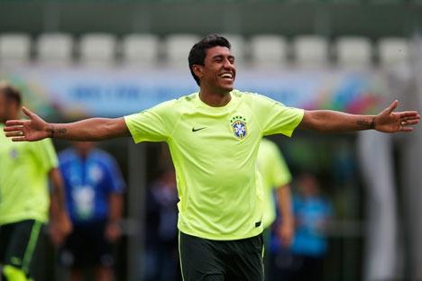 """Paulinho deixará o """"Tottenham"""", de Londres, e já tem uma série de propostas Foto: Reuters"""