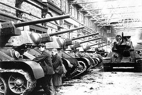 Projeto mais importante desenvolvido com base no modelo de Christie foi o famoso T-34 Foto: TASS