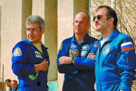 Pontes com o americano Jeff Williams e o russo Pável Vinogradov (da esq. para dir.) Foto: divulgação