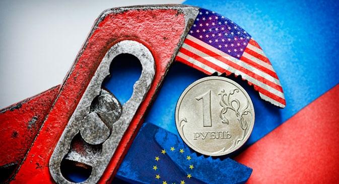No início de dezembro de 2014, a cotação da moeda russa em relação ao dólar e ao euro havia diminuído quase 50% Foto: DPA/Vostock Photo