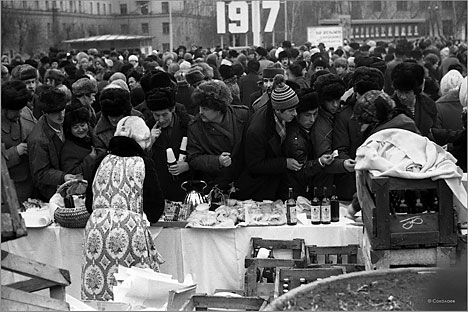 """Quase 6 milhões de pessoas na URSS participaram das reuniões e se manifestaram a favor da introdução da chamada """"Lei Seca"""" Foto: FotoSoyuz/Vostock-Photo"""