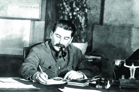 Stálin entendia que, para conduzir a guerra contra a Inglaterra, Hitler precisava do pão e do petróleo que Alemanha recebia da União Soviética Foto: RIA Nóvosti
