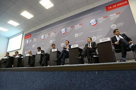 Mesa redonda dedicada às relações econômicas entre a Rússia e a América Latina Foto: Artiom Korotáiev/TASS