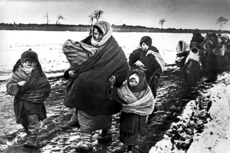Durante o bloqueio de Leningrado, que durou de 8 de setembro de 1941 a 27 de janeiro de 1944, mais de 630 mil pessoas morreram de fome Foto: Getty Images/Fotobank