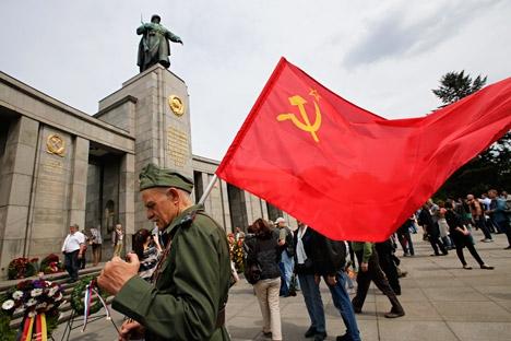 Símbolos soviéticos e nazistas foram recentemente proibidos em algumas ex-repúblicas soviéticas Foto: Reuters