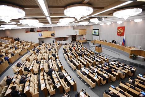 Medida visa a reduzir ausência de parlamentares em sessões na Duma Foto: Serguêi Mamontov/RIA Nóvosti
