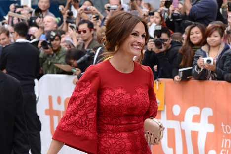 """Estrelas de projeção mundial demonstram grande interesse em se vestir """"à la russe""""; Julia Roberts é o exemplo mais recente Foto: AP"""