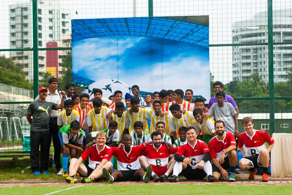 Crianças indianas e representantes dos Brics se enfrentaram em torneio em Mumbai