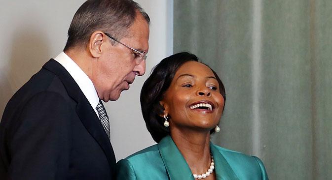 Serguêi Lavrov e Maite Nkoana-Mashabane Foto: EPA