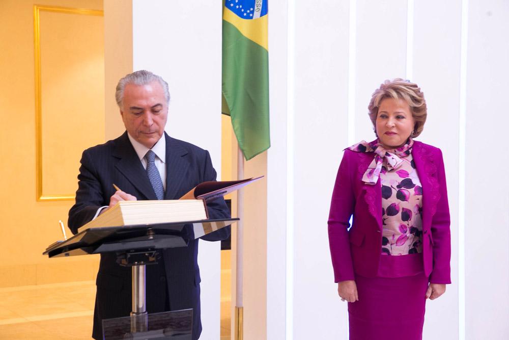"""Em encontro com Temer, Matvienko (à dir) disse que elações russo-brasileiras são de """"natureza privilegiada"""""""