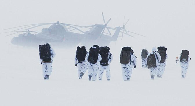 O início de exercícios militares em grande escala no Ártico se deve às alterações da nova doutrina marítima da Rússia.