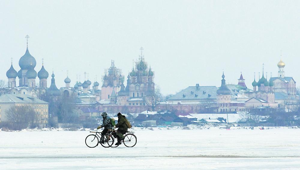 Alguns russos já vão trabalhardiariamente de bicicleta,mesmo no inverno.