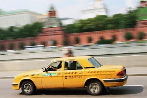 Apesar de queda, 55% dos pedidos de táxi em Moscou são feitos hoje por apps