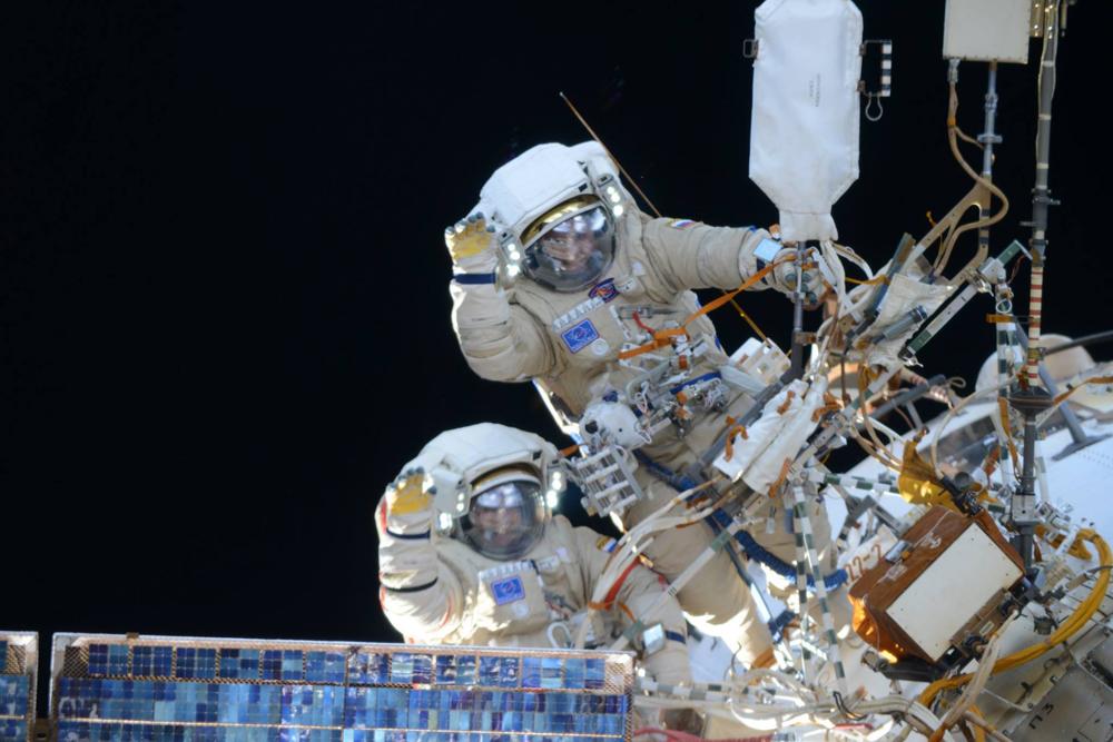 Cosmonautas instalaram equipamentos e fizeram reparos na estrutura da ISS