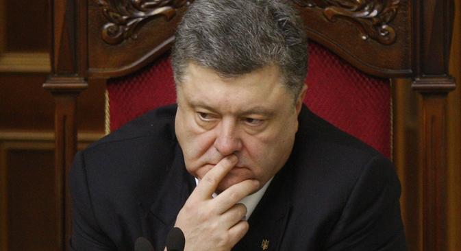 Porochenko ainda precisa encontrar diálogo com leste do país.