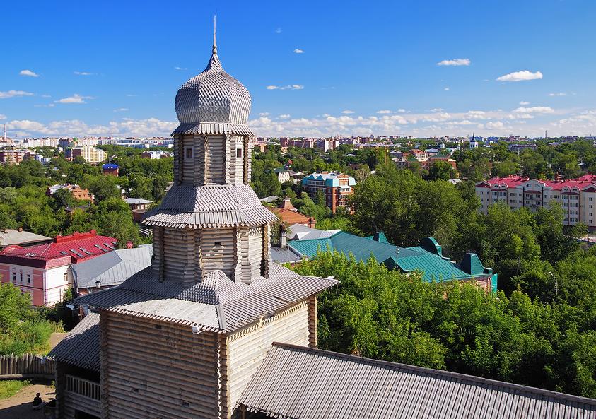 Rusi koji su osvajali Sibir gradili su pored velikih rijeka mnogobrojne drvene tvrđave. Jedna od njih je Tomska tvrđava, izgrađena 1604. godine.